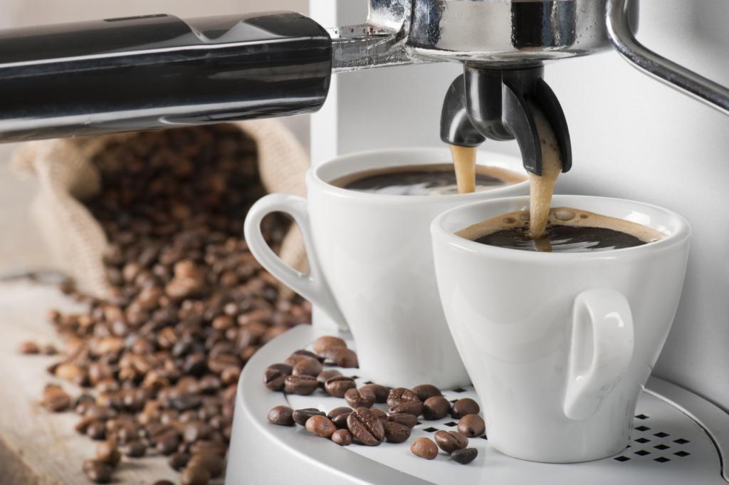 Kaffeemaschine mit zwei Tassen